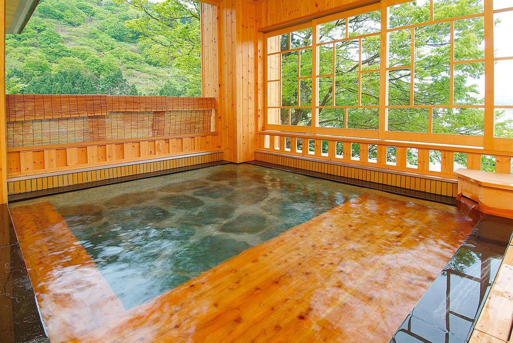 Takahan - A hot spring where you can enjoy the scenery of the forest